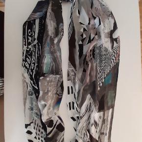 Silke tørklæde, langt og multi farve, brugt 2 gange, 66 x 220 cm