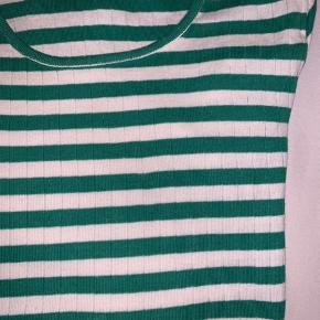 Super flot Mads Nørgaard bluse i grøn og i 100% bomuld 💚