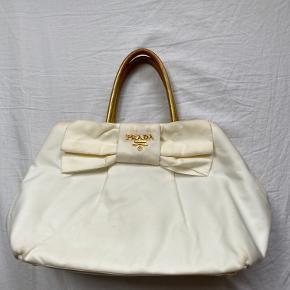 Hvid og guld Prada håndtaske  Pæn stand meget få mørker