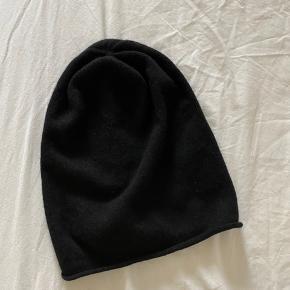 Cashmere og uld hue fra Magasin
