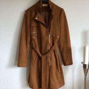 Fed jakke i flot brun Brugt få gange Str m