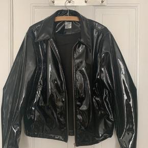 Utrolig fed Eytys X H&M lak jakke i super god stand. Sælges kun hvis køber kommer og afhenter den