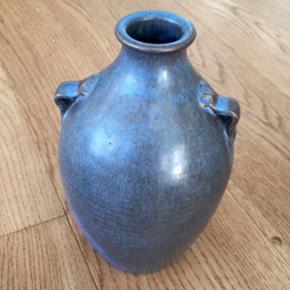 Smuk keramikvase, minder om Arne Bang men har desværre ingen signatur 😉 ingen skader