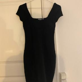 Super fin kjole - købt i New York. Lille i størrelsen, passer en XS.