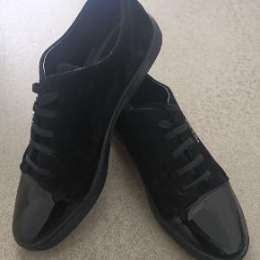 Helt nye Calvin klein sko, er aldrig brugt. Ny prisen var 800kr.