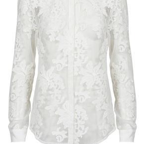 Lækker Custommade Phillini skjorte i blonder sælges 😊 Mp 800 Bytter ikke
