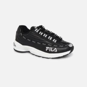 Fila sneakers str. 37,5. Brugt få gange - BYD :)