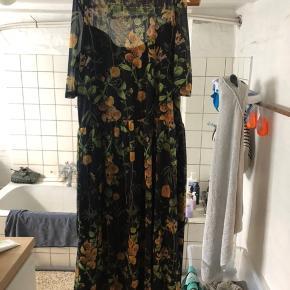 Sort kjole fra Object. Kun brugt og vasket et par gange, ingen brugsspor.