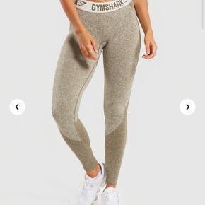 Sælger disse lækre Gymshark leggings. Intet i vejen med dem og næsten ikke brugt - sælges fordi jeg har købt nogle nye 😊