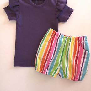 Hjemmesyet sæt str. 92  T-shirt med flæse og bloomers / shorts  Nyt mønster jeg har prøvet, så der kan forekomme lidt skønhedsfejl 🙈😄🌸