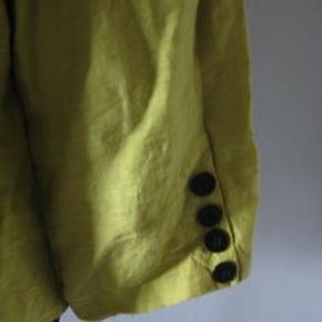 Brandtex kort jakke str 44 med tyndt foer Bm 2x58 cm Længde 55 cm - materiale? ingen stræk - 50 kr plus porto (m9582)