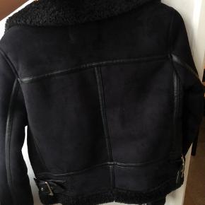 Fed Zara jakke, brugt meget få gange
