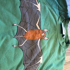 Den super sweatshirt fra mini rodini vasker og brugt men god kvalitet