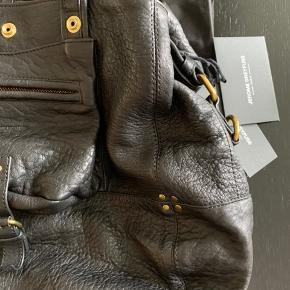 Skøn taske fra Jerome Dreyfuss - model Billy. Aldrig brugt. Prisen er fast og ikke interreseret i bytte. Sender med Dao.
