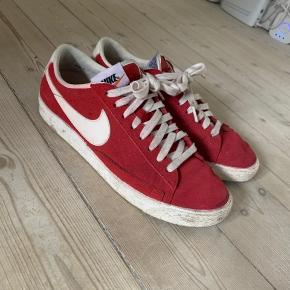 Nike sneaker i  str 40, US 7, uk 6, 25 cm brugt nogle gange, men i gid stand.  Np 600kr