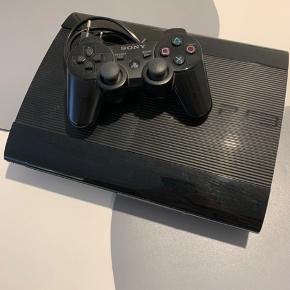 PS3 - Playstation 3 slim, 500 GB. En controller og kabler medfølger. Virker som det skal. Bud modtages.