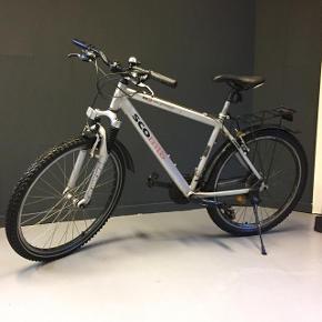 Fin mountainbike 21 gear. Virker perfekt - skal ses og prøves 😉Mulighed for Levering i Aalborg området.