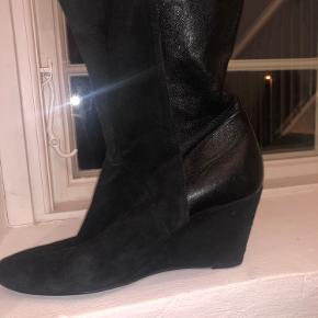 Gardenia heels