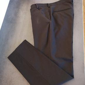 Helt igennem lækre bukser, desværre får jeg den ikke brugt... Kommer fra et ikke ryger hjem