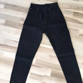 Helt nye Dr. Denim bukser i str. 26/30 - fitter en S/36 🌸 aldrig brugt eller vasket! Kan afhentes i Mørkhøj eller sendes med DAO for 38 kr. 🌻