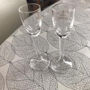 Flotte snapseglas uden skår og fejl Påskrift er Aalborg juleakvavit Sælges samlet for 30 kr plus Porto