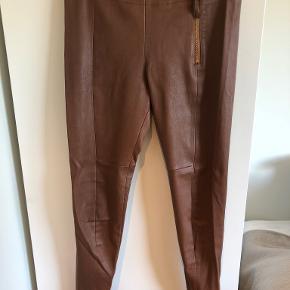 Whiite bukser