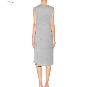 Kjole fra Acne Studios - passer en xs/s alt efter hvordan du ønsker at den skal sidde. Nypris er omkring 1.600 kr.