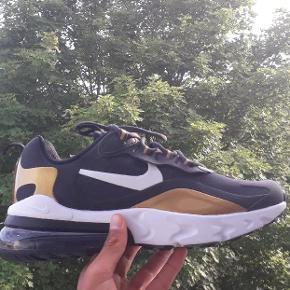 """Sælger nogle ubrugte Nike 270 """"React""""   De er ubrugte. Str. 40  375kr. Boks uden låg medfølger. God kvalitet. Bud modtages.  De kan afhentes i Næstved ellers sender jeg med DAO"""