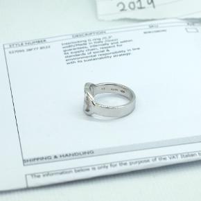 Gucci interlocking ring, str 17 - fedt smykke til både mænd / dame - unisex model.  Ægte og medfølger kvittering. Har fået i gave dog var den ikke lige mig så nu sælger jeg. Nypris er 200 euro (1600 DKK)  Helt ubrugt og uden ridser eller flaws