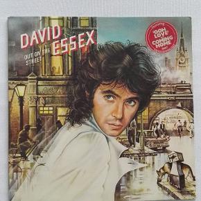 2 album med 70er helten David Essex.   Prisen er fast.  KUN SERIØSE BUD!    Skal hentes i Kbh S eller sendes.