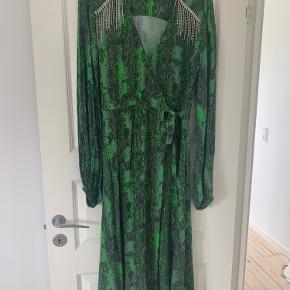 Kira-kjole fra Rotate.   Nypris: 2.500 kr.
