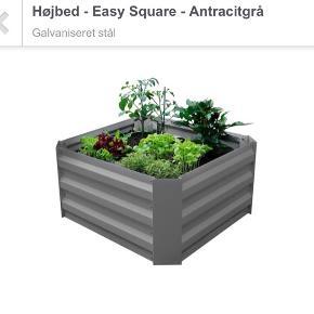HELT NY!! Easy Square højbed / plantekasse i galvaniseret stål. Så den rådner eller ruster ikke. Mega flot!   Mål:  H 30 x B 60 x D 60 cm.   Helt ny - Kun samlet. Da den ikke passede til det jeg troede.   (Nypris var 250 kr plus forsendelse på 39 kr.)  SÆLGES FOR 170 kr