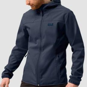 Super lækker vindtæt softshell jakke. Aldrig brugt, da den desværre ikke passer. Helt fejlfri. Style: 1304001