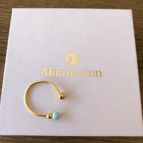 Smuk forgyldt Sterling sølv ring med tyrkislignende perle. Kan passe flere størrelser.