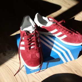 Helt nye sko som aldrig blev brugt. Størrelse 39 1/3.