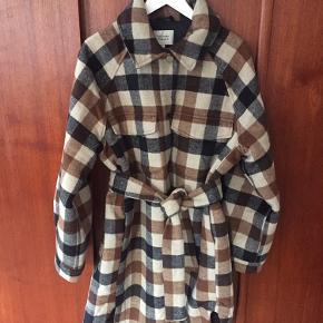 Sælger denne jakke, da jeg ikke får den brugt. Den er brugt ganske få gange.