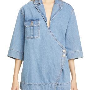 Ganni skjorte, str M  Den er aldrig brugt - og købt i slut sommeren, så stadig helt ny. Skriv gerne for interesse