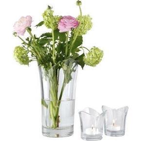 Helt ny. Stadig i æske Vase og lysestager Farve: Glas Oprindelig købspris: 300 kr.
