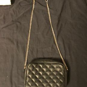 Sælger denne skønne taske fra h&m da jeg ikke får den brugt mere byd gerne