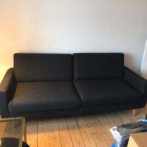 Jeg sælger vores Florida sofa fra Sinnerup. Den er 3 år gammel, men er stadig fin og uden pletter. Betrækket kan tages af. Den skal bæres ned fra 1. sal.  Kom gerne med et bud :)