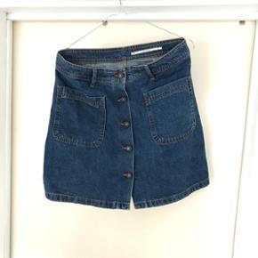 Zara denim nederdel str. L (lille i str)