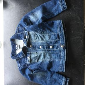 Jeans jakke str. 110/116 fra papagino  Rigtig fin stand 😊