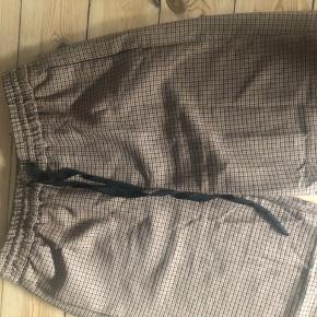 Zara ternet bukser, super lækre næsten aldrig brugt, str s. Men kan fitte en Medium. Nypris 250 kr.