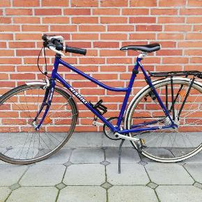"""Nishiki 28"""" damecykel.Sælger denne køreklar damecykel med 7 indvendige gear, pedal- og håndbremsen virker optimalt. Den har indbygget lås med 2 nøgler og der medfølger lygter med. Den kan ses og hentes i Kolding"""