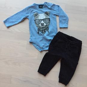 Fineste sæt fra Petit by Sofie Schnoor!Body er brugt men fin i den MEGET gode ende, og bukser er brugt men fine ☺️  Se også mine andre annoncer med lækkert mærkevare tøj 👍🏼