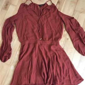 Kjolen har aldrig været brugt, men den trænger til at blive strøget:) Materiale: 100% viskose