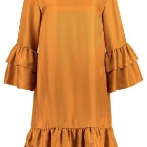Virkelig flot elegant kjole i ren silke. Brugt 2 gange. Ny renset. Fremstår som ny.