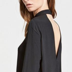 Flot kjole fra Envii med bar ryg :-)  Den sælges for 150 + porto eller kan afhentes på Østerbro :-)
