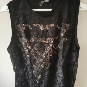 Ærmeløs trøje med mønster - brugt, men hverken slidt eller i stykker