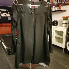 Brand: Nü by staff Varetype: Bluse/kjole (100 kr) Farve: Sort